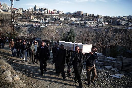 Mehmet Tekin, 38 år, blev ett av offren under sammandrabbningar strax innan jul i den turkiska staden Cizre. Senaste veckorna har minst 180 kurdiska rebeller dödats av turkiska säkerhetsstyrkor som utökat sina operationer mot PKK-gerillan.