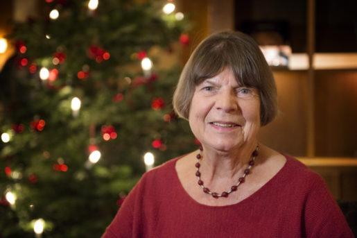 """Margaret Drabble i Stockholm: """"Vad jag ska önska i stället för God jul? En god, fredlig värld med mer forskning kring förnybar energi så att vi kan hålla oss varma och så att vår julgran kan fortsätta lysa utan att det sker på bekostnad av resten av världen."""" Foto: Jessica Gow"""