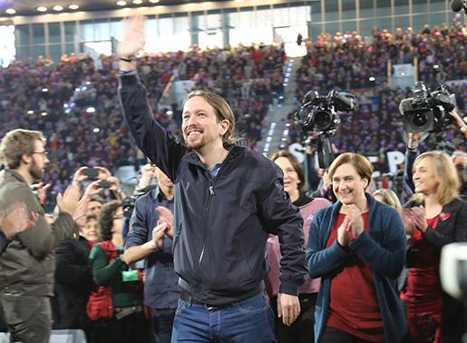 Pablo Iglesias möts av jubel från Podemosanhängarna i Madrid. På bara ett år har partiet mobiliserat stöd från en femtedel av väljarna. Foto: Estrella de la Reguera