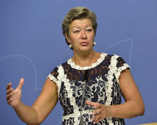 STOCKHOLM 20150825 Ylva Johansson, arbetsmarknadsminister (S), presenterar det arbetsmarknadspolitiska l‰get under en presstr‰ff i Rosenbad. Foto: Jonas Ekstrˆmer / TT kod 10030