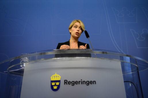 STOCKHOLM 20150923 Socialfˆrs‰kringsminister Annika Strandh‰ll (S) presenterar Âtg‰rdsprogram fˆr ˆkad h‰lsa och minskad sjukfrÂnvaro. Foto: Maja Suslin / TT / kod 10300