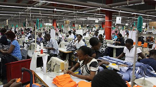 Två tredjedelar av de anställda på United Aryans fabrik är kvinnor. Alla anställda har gått med i facket. Fabriksägaren tror på mer avancerad produktion i framtiden.Foto: Estrella de la Reguera