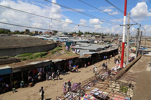 Korogocho är ett av många fattiga områden i Östafrikas städer, där snabb urbanisering har lett till både ekonomisk utveckling och omfattande misär. Foto: Estrella de la Reguera