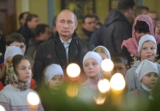 Rysslands president Vladimir Putin vid en ortodox midnattsmässa i byn Turginovo, den 7 januari. Foto: Alexei Druzhinin, Sputnik, Kremlin Pool Photo via AP