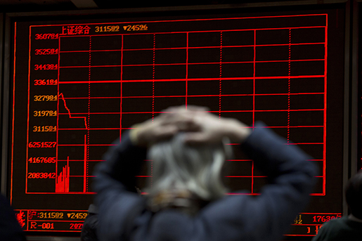 En aktiemäklare i Peking reagerar på raset på Shanghai-börsen. Foto: AP Photo/Ng Han Guan