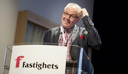 STOCKHOLM 20141122 AvgÂende ordfˆraden Hans ÷hlund i talarstolen pFastighets kongress Foto: Jessica Gow / TT / Kod 10070