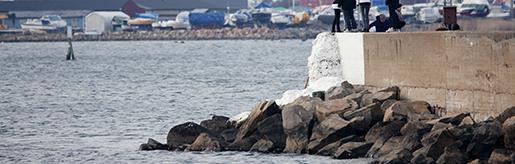 Varberg 20100330 En dˆd person hittades ptisdagseftermiddagen i vattnet vid hamnpiren i Varberg. Personen ‰r ‰nnu inte identifierad, och polisen vill inte s‰ga nÂgot om vem det kan vara. En 18-Ârig man fˆrsvann efter ett krogbesˆk i Varberg i bˆrjan av februari, och har varit saknad sedan dess. Foto Anders Andersson scanpix KOD 11091