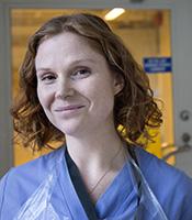 STOCKHOLM 20151211 Uppdrag: Arbetet En arbetsdag pKlinisk Mikrobiologi pKarolinska sjukhuset i Solna. Anna Carin Selhag ‰r Biomedicinsk analytiker. Foto: Jessica Gow / TT / Kod 10070