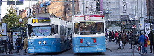 G÷TEBORG 20130928 En buss och en spÂrvagn mˆts pen gata i Gˆteborg Foto: Fredrik Sandberg / TT / Kod 10180