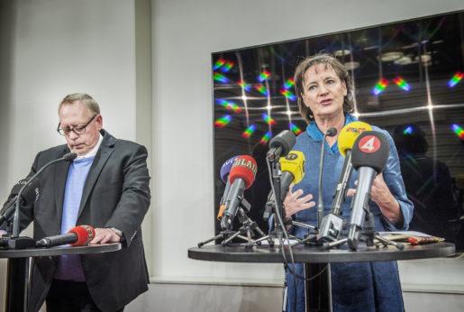 STOCKHOLM 2016-01-14 Vid en presskonferens meddelar Kommunals ordfˆrande Annelie Nordstrˆm att kassˆr Anders Bergstrˆm avgÂr efter avslˆjanden om bland annat frikostiga fester och fiaskoinvesteringar. Foto: Tomas Oneborg / SvD / TT / Kod: 30142 ** OUT DN och Dagens Industri (‰ven arkiv) och Metro **