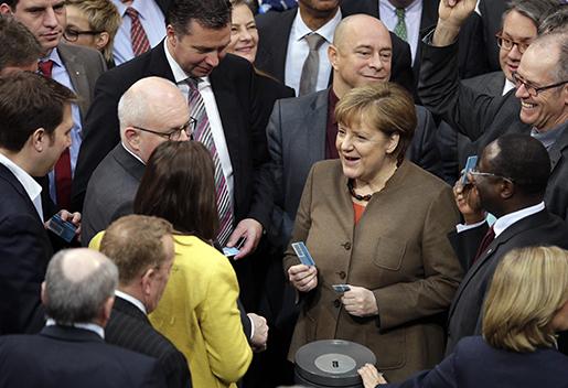 Angela Merkel i det tyska parlamentet häromdagen. Foto: AP Photo/Michael Sohn