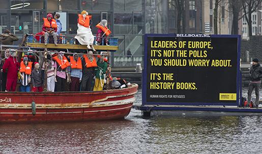 Aktivister från Amnesty International demonstrerar i Amsterdam i Nederländerna. Foto: AP Photo/Peter Dejong