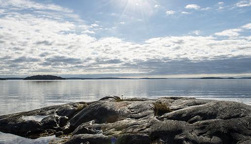 STOCKHOLM 2015-10-12 N‰mdˆfj‰rden ligger spegelblank en strÂlande oktoberdag Foto: Lars Pehrson / SvD / TT / Kod: 30152 ** OUT DN och Dagens Industri (‰ven arkiv) och Metro**