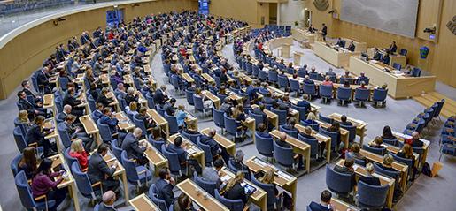 STOCKHOLM 20150120 Plenisalen n‰r Sverigedemokraterna v‰cker misstroendefˆrklaring mot statsminister Stefan Lˆfven. SD:s Richard Jomshof i talarstolen. Foto: Jessica Gow / TT / kod 10070