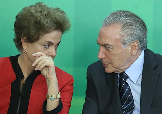 President Dilma Rousseff ser ut att överges av vicepresident Michel Temers parti. Foto: AP Photo/Eraldo Peres