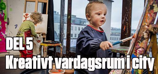 STOCKHOLM 20160210 Kulturhuset i Stockholm. Oskar testar patt mÂla tillsammans med pappa och systern Alexandra i bakgrunden. Foto: Marcus Ericsson / TT / Kod 11470