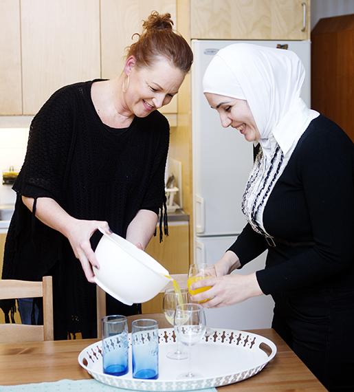 Marwa Suliman och Ingela Österlund har utvecklat en nära vänskap.