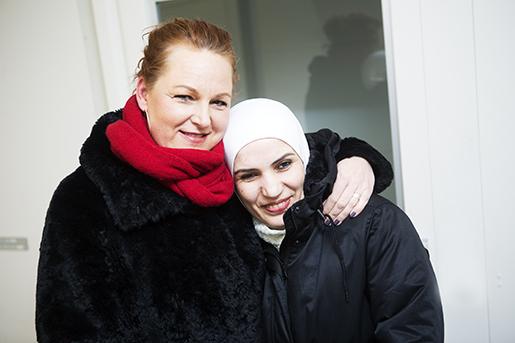 """""""Vi både pratar om allvarliga saker och skrattar tillsammans"""", säger Ingela Österlund om vänskapen med Marwa Suliman.Foto: Maria Hansson"""