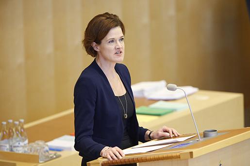 STOCKHOLM 20160316 Moderaternas Anna Kinberg Batra i talarstolen under onsdagens debatt i riksdagen om jobben. Foto: Christine Olsson / TT / Kod 10430