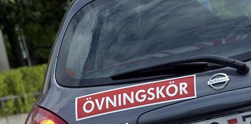 STOCKHOLM 20050714 Kˆrkortsutbildningen blir s‰mre fˆr varje Âr. FrÂn och med januari mÂste alla gen introduktionskurs innan de bˆrjar ˆvningskˆra - ett steg i r‰tt riktning enligt Sveriges trafikskolors riksfˆrbund. ÷vningskˆr. Foto Claus Gertsen /SCANPIX code 52010