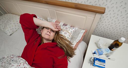 STOCKHOLM 20110926 En sjuk kvinna ligger i en s‰ng Foto Jonas Ekstrˆmer / SCANPIX / kod 10130