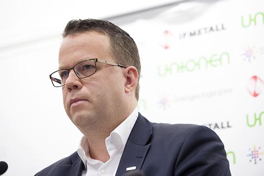 STOCKHOLM 20151221 Martin Linder, fˆrbundsordfˆrande Unionen, n‰r fackfˆrbunden IF Metall, Sveriges Ingenjˆrer och Unionen ˆverl‰mnar sina avtalskrav till Teknikarbetsgivarna. Foto: Jessica Gow / TT / Kod 10070