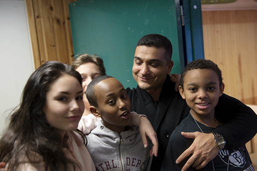 """""""Vi har en grym gemenskap här"""", säger Ida Lindfeldt här med Zaki Abdulahi, Amir Farihadi, Mory Kaba Mächs, i bakgrunden skymtas Anna Gunnarsson. Foto: Henrik Montgomery"""