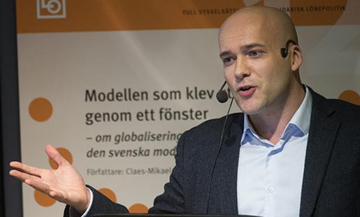 """STOCKHOLM 2015-02-03 LO-juristen Claes-Mikael Jonsson vid presentationen av LO-rapporten """"Modellen som klev ut genom ett fˆnster"""", som handlar om den svenska modellens framtid Foto: Fredrik Sandberg / TT / kod 10080"""