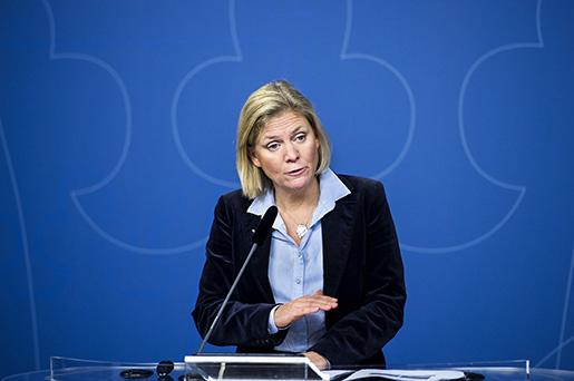 Magdalena Andersson bör skjuta upp budgetbalansen ytterligare något eller några år om det behövs för att skapa nödvändigt budgetutrymme.Foto: Marcus Ericsson
