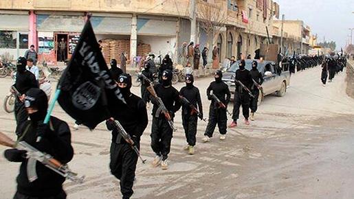 Bild tagen från en av IS propagandafilmer, som uppges visa en parad i staden Raqqa 2014. Foto: AP