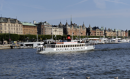 STOCKHOLM 20090807 Sk‰rgÂrdsbÂt pNybroviken anl‰nder till Strandv‰gen i Stockholm. Foto Britta Pedersen / SCANPIX / kod:200