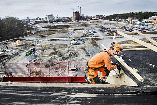 ÷REBRO 2016-04-13 PÂ bild:Mats Berglund. Om ackordsystemet inom bygg. Hur fungerar det? Fˆr- och nackdelar. Foto: Per Knutsson / TT / Kod 11380