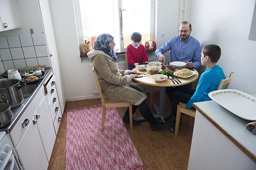 Eget hem för första gången på länge. Snart får föräldrarna börja på SFI.Foto: fredrik sandberg