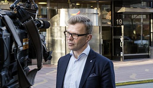 STOCKHOLM 2016-04-11 Ola MÂnsson, vd fˆr Sveriges Byggindustrier, utanfˆr N‰ringslivets hus i Stockholm pmÂndagskv‰llen. Foto: Christine Olsson / TT / Kod 10430