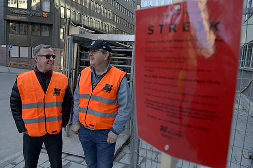 STOCKHOLM 20160412 Lars Aspenberg och Per Thˆrnberg, strejkvakter pV‰stra Kyrkogata 13, Stockholm Foto: Janerik Henriksson / TT / Kod 10010