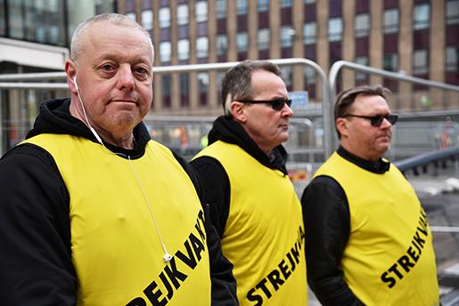 Stockholm 2016-04-08 Lars Eriksson ‰r strejkvakt n‰r mÂlarstrejken inleds. Foto: Thommy Tengborg / TT / kod 10510