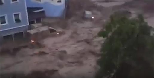 Filmer på sociala medier visar en störtflod i staden Braunsbach. Foto: Skärmdump