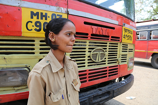 – Varje gång det skakar till i bussen blir jag rädd. - Megha Patil, gravid i fjärde månaden