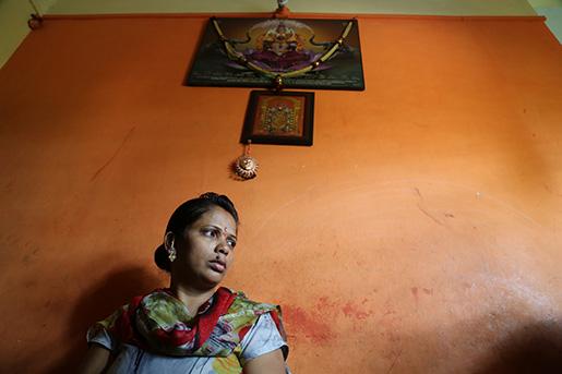 – De knuffade mig, drog omkull mig på bussen, kallade mig en massa hemska saker, tog på mig över hela kroppen ... - Aruna Patil