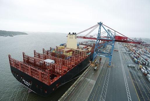 G÷TEBORG 2015-12-22 V‰rldens stˆrsta containerfartyg MSC Maya i Gˆteborgs Hamn psin jungfrutur under tisdagen. Foto: Adam Ihse / TT / Kod 9200