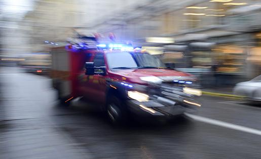 STOCKHOLM 20131023 R‰ddningstj‰nsten rycker ut med en mindre bil Foto Bertil EnevÂg Ericson / TT / kod 10000