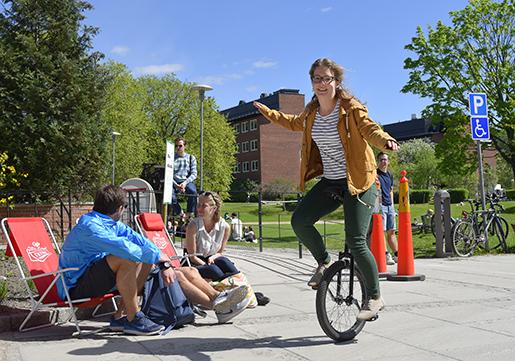 STOCKHOLM 2016-05-11 Cykeldag pCampus Solna, Karolinska Institutet. Bilden: Tessa Kreusch. Foto: Anders Wiklund / TT / Kod 10040