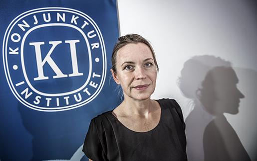 STOCKHOLM 2015-10-07 ≈sa Olli Segendorf, chef fˆr arbetsmarknad och prisbildning pKonjunkturinstitutet, vid onsdagens presskonferens. Foto: Tomas Oneborg / SvD / TT / Kod: 30142 ** OUT DN och Dagens Industri (‰ven arkiv) och Metro**