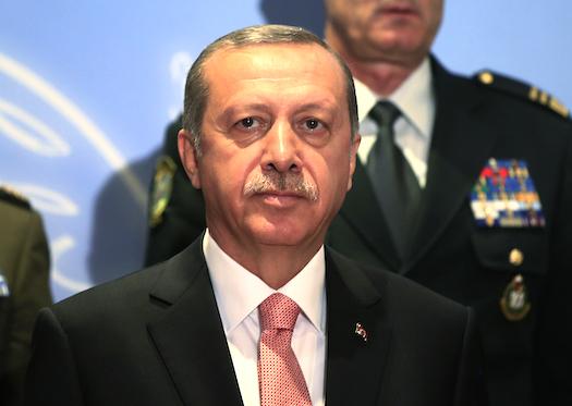 Turkiets president Recep Tayyip Erdogan tackar Telias bolag Turkcell för stödet till stiftelsen Ensar som står hans parti nära. Foto: Lefteris Pitarakis AP-TT