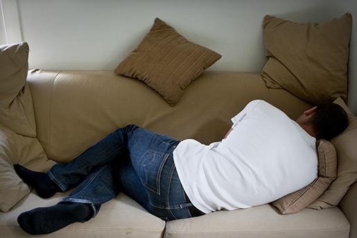 STOCKHOLM 20110716 En man ligger utslagen pen soffa Foto Christine Olsson / SCANPIX / Kod 10430