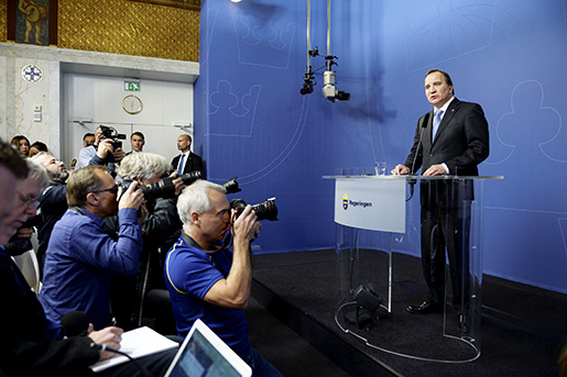 STOCKHOLM 20160418 Statsminister Stefan Lˆfven (S) meddelar att bostadsminister Mehmet Kaplan (MP) avgÂr, pen presskonferens i Rosenbad i Stockholm. Foto: Jessica Gow / TT kod 10070