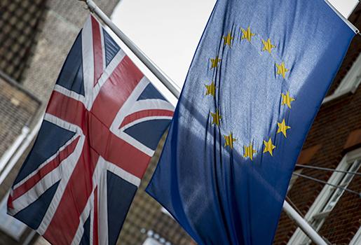 Storbritanniens och EU:s flaggor. Foto: AP