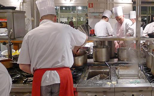 WARSZAWA 20110504 : Kockar pen restaurang i centrala Warszawa Foto: Leif R Jansson / SCANPIX / kod 10020