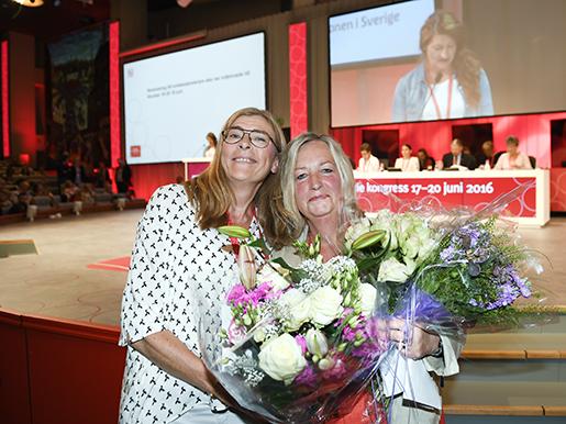 STOCKHOLM 2016-06-18 Fˆrste vice ordfˆrande Therese Guovelin och andre vice ordfˆrande Berit M¸llerstrˆm efter valet under kongressen i Folkets hus. Foto: Maja Suslin / TT / kod10300