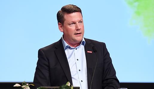 STOCKHOLM 2016-06-03 Fˆrbundsordfˆrande Tobias Baudin talar under fackfˆrbundet Kommunals kongress i Folkets hus i Stockholm pfredagen. Foto: Marcus Ericsson / TT / Kod 11470